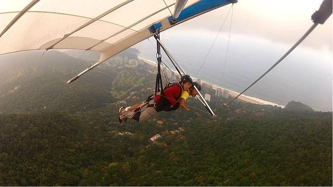 刺激的悬挂滑翔图片