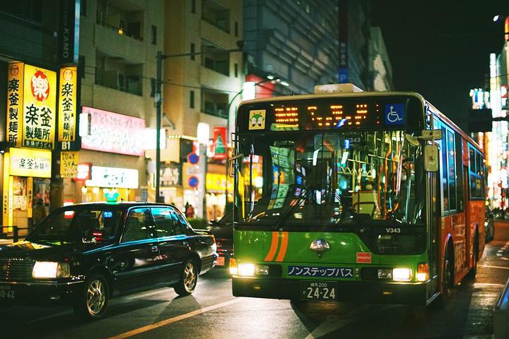 """""""夜晚的池袋竟然会那么热闹,这让我起了北京的西单、三里屯的夜晚,走在大街上,享受着池袋的夜晚,观..._池袋""""的评论图片"""