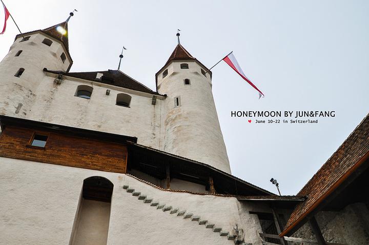 """""""图恩城堡位于能够俯瞰图恩湖的高岗上,这座城堡是由12世纪末建造伯尔尼的柴林根公爵建造的,座落于..._图恩城堡""""的评论图片"""