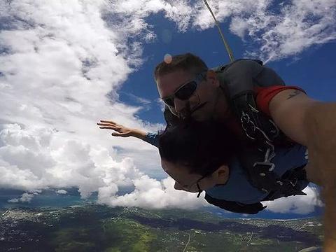 高空跳伞旅游景点图片