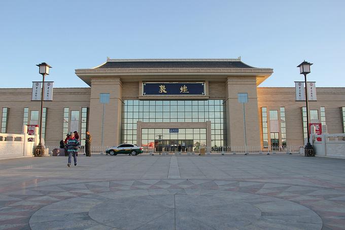 敦煌火车站到市区_甘肃青海西北行—累并快乐着_兰州旅游攻略_自助游攻略_去哪儿