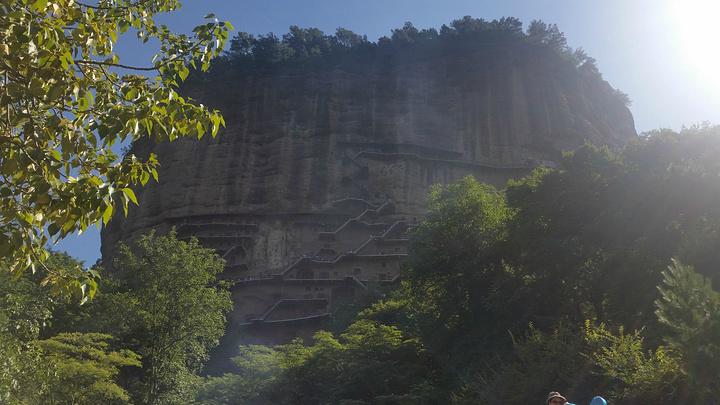 """""""游览麦积山石窟,让人震撼,让人折服。有些石窟还需要人们爬个小梯子方可观看,十分有趣。眼神十分的犀利_麦积山石窟""""的评论图片"""