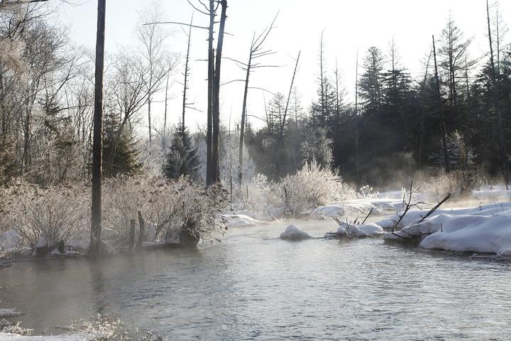 织女山生态风景区_2021魔界当气温低达零下20度时,河边雾气很大这里就会出现雾凇 ...