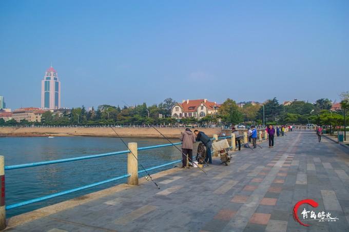 栈桥海水浴场图片