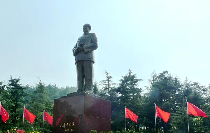 """""""游客可以通过参观很好的了解伟人一生的事迹。连同附近的毛泽东故居、纪念馆等地的游玩,约1个上午左右_毛泽东铜像""""的评论图片"""