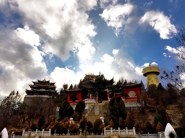 """""""...和佛教蕴含,应该是教徒朝圣的圣地,我们作为自助游游客有时候看不出个所以然,可是却也很陶醉在其中_龟山公园""""的评论图片"""