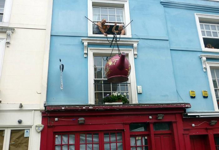 """""""游览诺丁山是因为那部著名的电影«Notting Hill»和影星茱莉亚.街边的游客也随着音乐扭动身体_诺丁山""""的评论图片"""