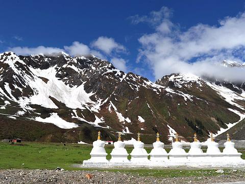 嘎隆拉雪山旅游景点图片