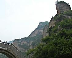 世界最奇特公路之一,山西穽底挂壁公路