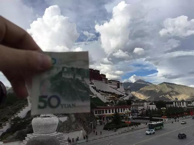 """""""拉萨的公交车很便宜,1元钱就到宾馆,车上的藏民也很友好,叽里呱啦的藏语,我一句也听不懂,到了宾..._拉萨站""""的评论图片"""