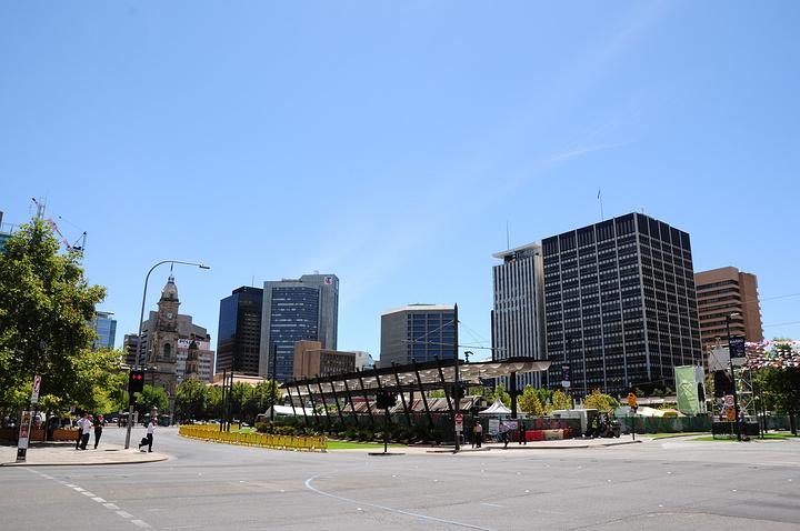 """""""维多利亚广场周边有圣彼得大教堂,市政厅,..._维多利亚广场""""的评论图片"""