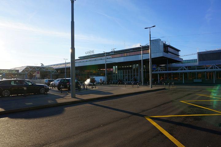 """""""...机,因为那么早要到机场,所以我特意把酒店预定在了日内瓦机场附近,为的就是方便第二天清晨前往机场_日内瓦机场""""的评论图片"""