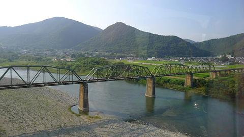 猿藤蔓桥旅游景点攻略图