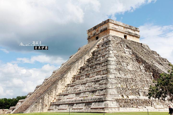 """""""奇琴伊察,是保存得最为完好的玛雅文明遗址之一,在这里可以感受到玛雅全盛时期的气息。关于金字塔如何建造_奇琴伊察""""的评论图片"""