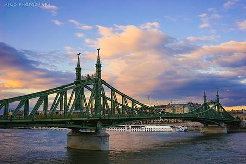 自由桥的图片