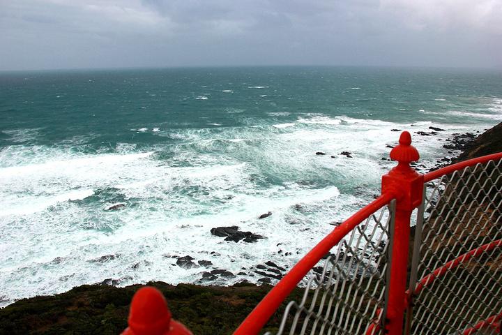 """""""风超级大。它的对面已经是南极了。这是我们感受过的最大风量,不抓着栏杆感觉人会吹走_奥特韦角灯塔站""""的评论图片"""