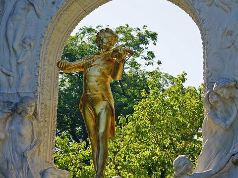 施特劳斯金色雕像旅游景点图片