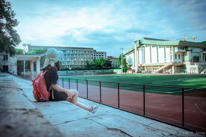 """""""湖南大学目前有南北两个校区,可以上岳麓山看看长沙市景,去岳麓山书院品读书院文化_湖南大学""""的评论图片"""