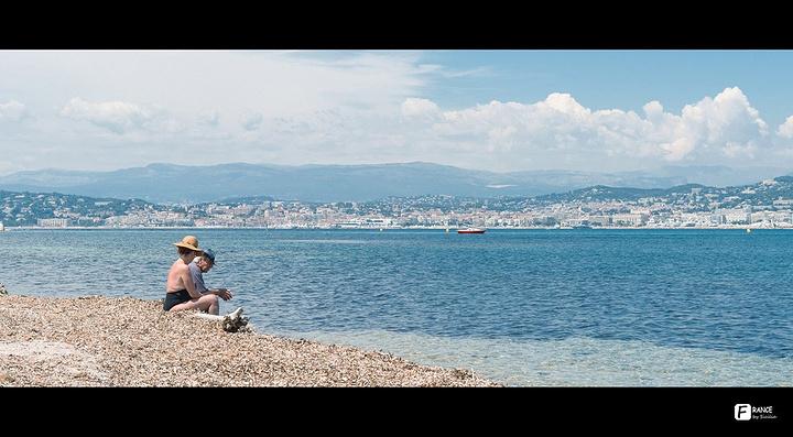 """""""地中海的石子滩一如以往的遭我吐槽,但是蔚蓝海岸还是名副其实得蓝得性感_Ile Ste Marguerite""""的评论图片"""