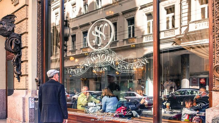 """""""终于找到了传说中的纽约咖啡馆,正如评论所说的那样,很多人在排队等位_纽约宫咖啡厅""""的评论图片"""