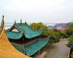 上海退休老头帮去岳阳楼,洞庭湖旅游。