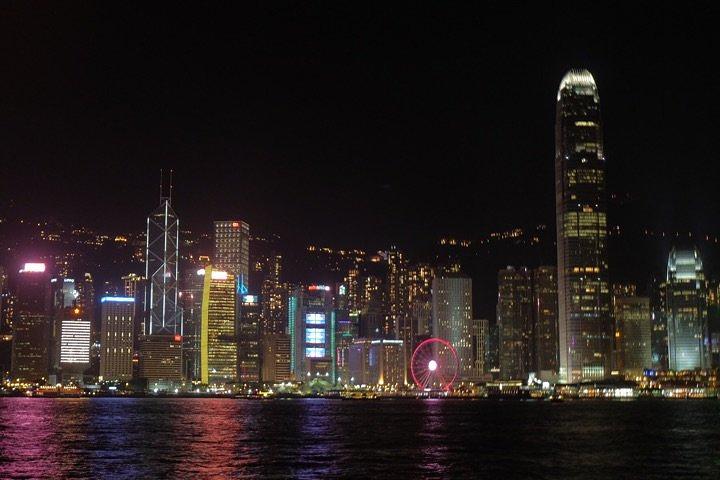 维多利亚港灯光表演_2020来了香港就必须看这个灯光秀,虽然时间不长,却吸引着万千 ...