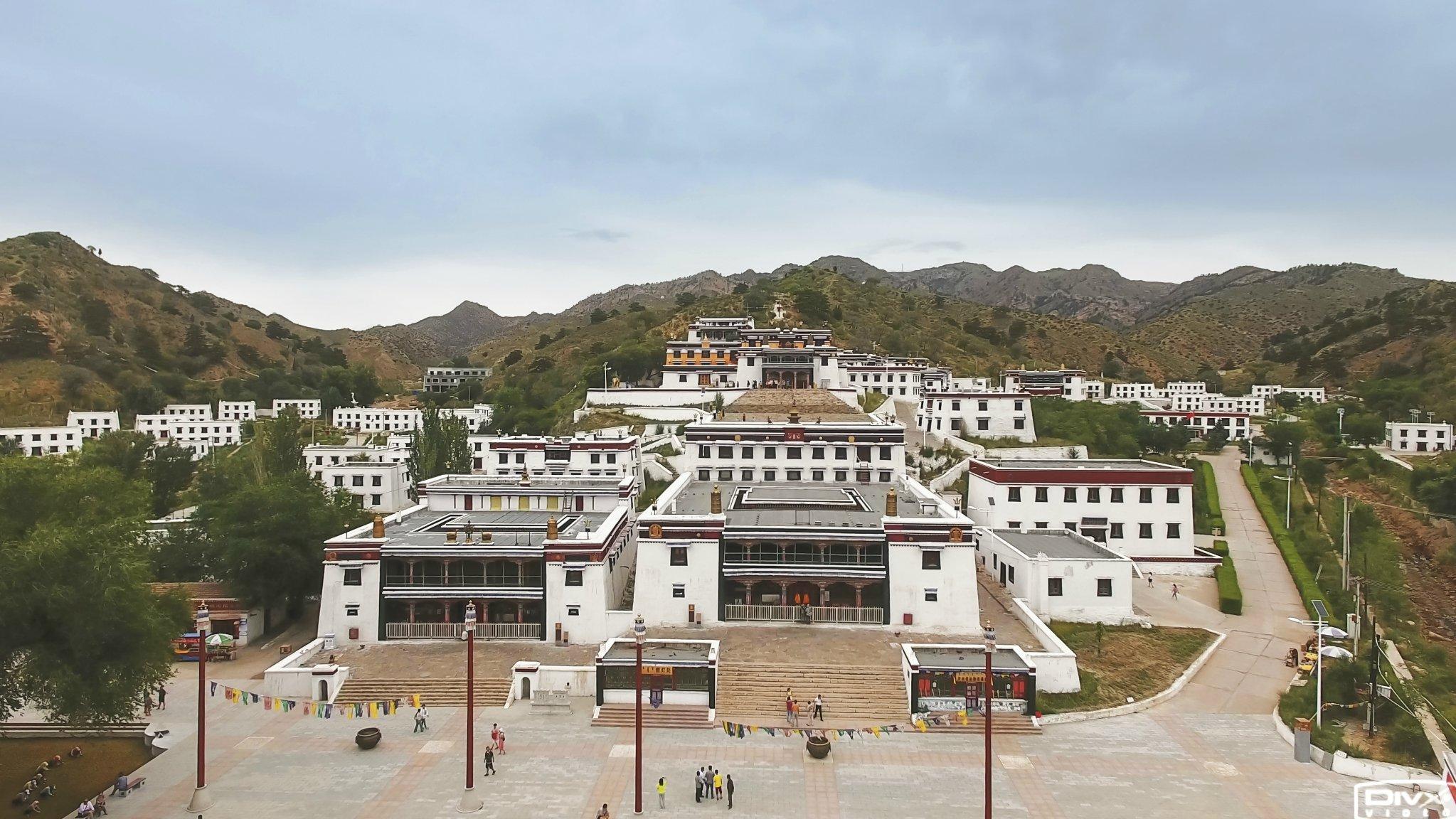 """""""草原上的布达拉宫""""竟是一座佛教高等学府 地位相当于清华北大!"""