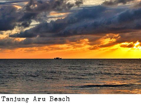 丹绒亚路海滩