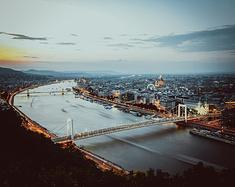 布达佩斯,那个玫瑰与枪炮、悲情与庄严并存的城市