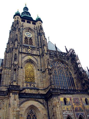 """""""是世界上最大的,长期有国家首脑办公的城堡建筑群,所以又称""""总统府"""",城堡里有三个重要景点旧皇宫..._圣维特大教堂""""的评论图片"""