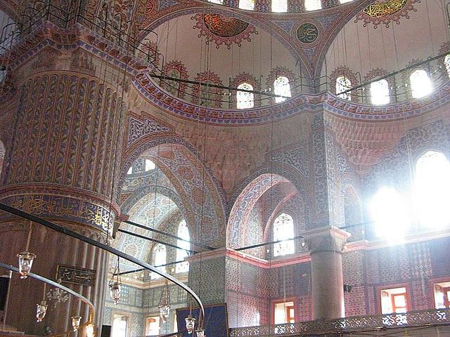 """""""...蓝色清真寺是世界十大奇景之一,祈祷大厅非常壮观,四周没有使用一根柱子,而且历经数次地震却未倒坍_蓝色清真寺""""的评论图片"""