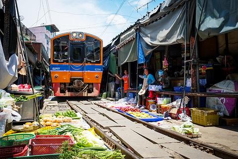 美功铁道市场的图片