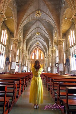 """"""" 教堂内部很漂亮,进去参观不用门票,可以大方进去拍照。这里拍照非常好看,打机来芽庄千万不要错过_芽庄大教堂""""的评论图片"""