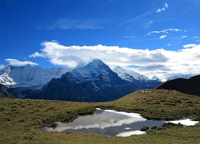"""""""看到当地老爷爷老奶奶柱着登山杖爬得很轻松,心中狂汗。虽然,阿尔卑斯很美_高山湖""""的评论图片"""