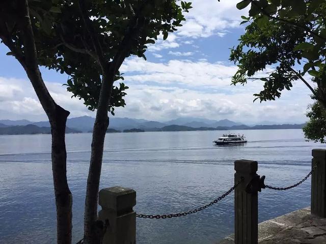 """""""...来千岛湖其实非常适合自驾来,这里已经非常成熟了,非常的商业化,有许多的农家乐,许多可以吃鱼的店_梅峰揽胜""""的评论图片"""