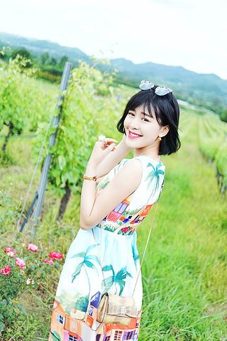 """""""其实我们俩都不喝酒,但是为了配合风景稍微有一点点情调,我点了红葡萄酒,给她点了酒精含量比较低的苹果酒_华欣山丘葡萄园""""的评论图片"""