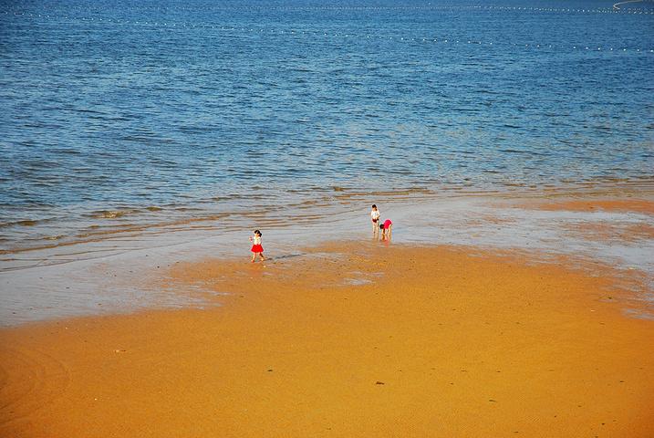 """""""这里算是国内最好的海水浴场之一,但是我觉得虽然景色确实可以说是国内最好的海水浴场,但是沙滩却比..._威海国际海水浴场""""的评论图片"""