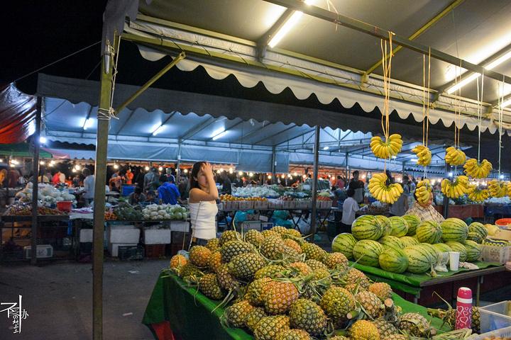 """""""在亚庇市中心有个很大的""""菲律宾市场"""",以前这里因很多菲律宾人到来做生意,售卖很多用贝壳制成的手..._菲律宾市场 """"的评论图片"""