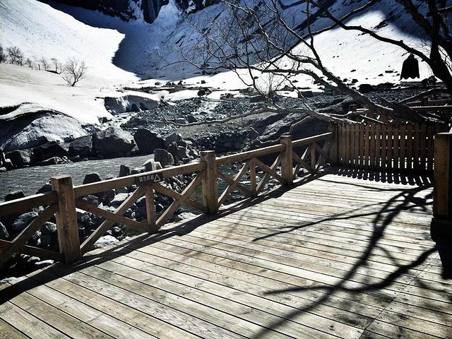 """""""长白瀑布也算是除了天池以外最有名的景点了,它位于乘槎河的尽头,乘槎河流到1250米处便形成落..._长白瀑布""""的评论图片"""