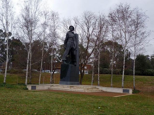 """""""澳大利亚战争纪念馆位于格里芬湖的北面,是..._澳大利亚战争纪念馆""""的评论图片"""