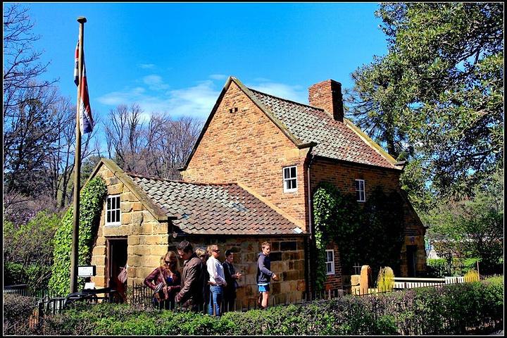 """""""卓越的英国航海家库克船长的故居,1755..._库克船长的小屋""""的评论图片"""