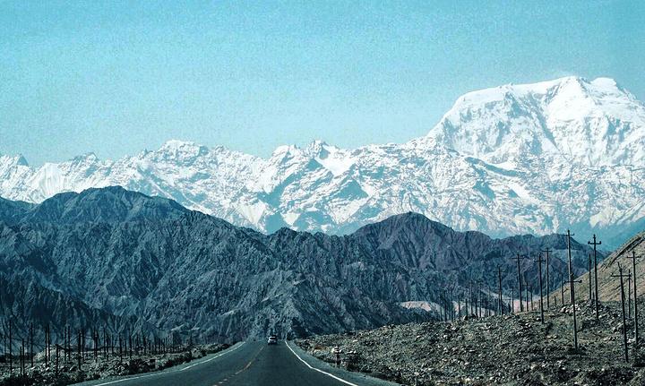 """""""帕米尔高原是一个有着世界屋脊之称的地方,不过比起山上的雪峰,我更加喜欢它半山腰山的风景_帕米尔高原""""的评论图片"""