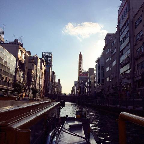 """""""...,出示2日券,免費換票,船長會沿著河川介紹兩岸,向岸邊的人揮手打招呼,熱情的大阪人一定會回應~_道顿堀""""的评论图片"""
