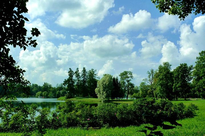 """""""...到下花园游览,听说返程的最好方式是坐船离开,沿途还能欣赏一下芬兰湾的美景,不过我们还是原路返回_夏宫""""的评论图片"""