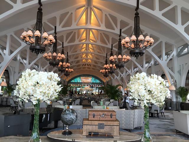 """""""鱼尾狮旁边有一家酒店是浮尔顿酒店,距离景点十分近,酒店内部装潢十分不错,是非常有南洋风情的精品酒店_鱼尾狮公园""""的评论图片"""