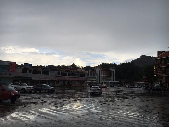 突降大雨图片