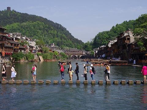 沱江跳岩旅游景点图片