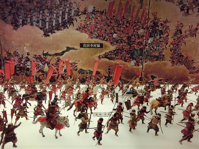 """""""大阪天守阁是到了大阪必去的景点吧!以天守阁为中心,围绕护城河修建了很适合市民活动的大阪城公园。_天守阁""""的评论图片"""