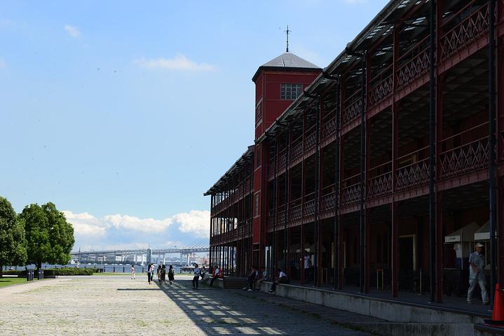 """"""" 红砖仓库的旁边就是一个码头。工业港口的味道就这么溢出了画面。_横滨红砖仓库""""的评论图片"""