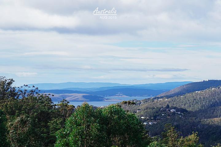 """""""1270米高的惠灵顿山,高耸在霍巴特的上..._惠灵顿山""""的评论图片"""